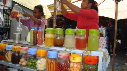 Babeo project Madagascar sellers of fruit juices and vegetables